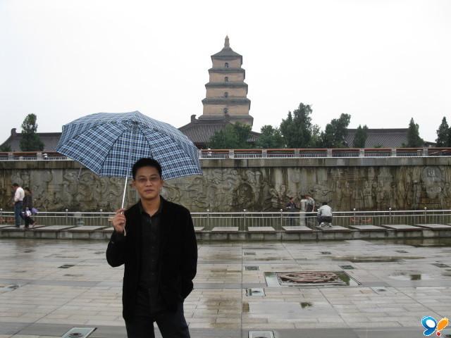 中年男子旅游生活照